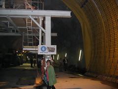 Mme und Grossti in der Baustelle des NEAT - Tunnel - Neattunnel bei Blausee im Kandertal im Berner Oberland im Kanton Bern der Schweiz (chrchr_75) Tags: hurni040612 hurni christoph schweiz suisse switzerland swiss svizzera chrchr chrchr75 chriguhurni chrigu neat tunnel chunnel juni 2004 albumgrossti albumfamilie grossti suissa chriguhurnibluemailch familie
