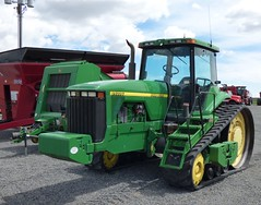 Yid84_1b (gvgoebel) Tags: tractor farmmachinery deere8400t