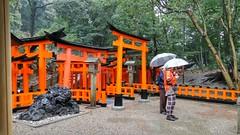 Rain can't stop us (eweliyi) Tags: orange me rain japan umbrella self kyoto mum ja fushimiinari project365 eweliyi 365v4
