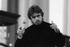 Andrey Boreyko 3834-13 (Co Broerse) Tags: music amsterdam 1999 conductor westerkerk contemporarymusic gaudeamus gaudemus andreyboreyko composedmusic cobroerse festivalnieuwespirituelemuziek nieuwespirituelemuziek