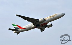 Emirates Boeing 777-21H(ER) A6-EML (Dipalay) Tags: plane delhi emirates ek boeing takeoff spotting b777 igiairport b777200 delhiairport 77721her a6eml