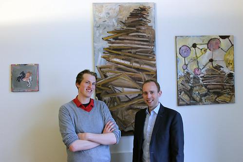 Kunst des Oldenburger Malers Aaron Rahe (links) zieht in mein Bundestagsbüro ein.