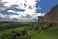 Muralla (anikattel) Tags: sky naturaleza nature clouds valladolid cielo muralla uruea castillaylen nubles