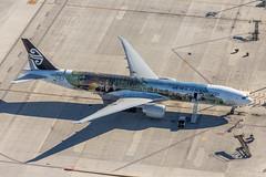 Air New Zealand B777-319(ER) (Rami Khanna-Prade) Tags: airport lax hobbit aeroport middleearth thehobbit thelordoftherings losangelesinternationalairport klax boeing777319er zkokp theairlineofmiddleearth cn39041
