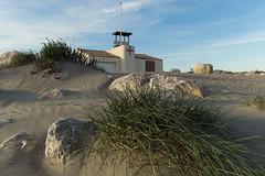 Poste de secours  la plage (Lionel Le Jeune Artiste) Tags: sea mer beach de rouge poste dune help secours plage baywatch croix crs