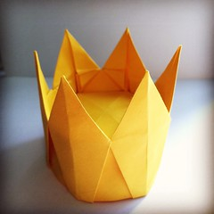 Origami Time! 07/53 Six Pointed Crown by Christiane Bettens #おりがみ #二本 #日本 #종이접기 #papiroflexia #origami #paper #paperfolding #fold #foldedbyme #foldoftheday #crown #Winter #ElParaiso #sunday #February #14 #2016 #Caracas #Venezuela #chicoquick (chicoquick) Tags: winter paper origami venezuela 14 sunday caracas 日本 crown fold february paperfolding papiroflexia 2016 おりがみ elparaiso foldedbyme 二本 종이접기 chicoquick foldoftheday