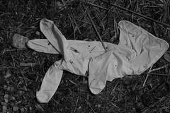 Alien (gripspix (BUY BUY! OFF NOW!)) Tags: archive pollution rubbish discarded mll archiv weggeworfen umweltverschmutzung nachtrag einweghandschuh disposableglove 20150811