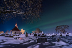 Full moon auroras (Ron Jansen - EyeSeeLight Photography) Tags: trees winter shadow moon snow cold tree green church cemetery grave graveyard norway stone lights stones graves full aurora gravestone moonlight northern kongsberg buskerud heistadmoen hedenstad