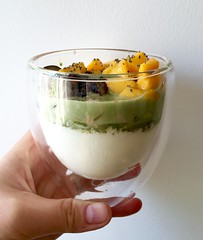 Yogurt mezclado con matcha y frutas (Tetere Barcelona) Tags: postre sweet delicious homemade yogurt matcha greentea dulce sano maccha teverde saludable suannai teasweet teverd teteriabarcelona teterebarcelona