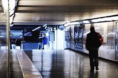 IMGP2386 (maurizio siani) Tags: lighting city italy station underground italia arte gente metro pentax tunnel persone napoli naples inverno stazione metropolitana sotto luce interno interni citt febbraio illuminazione 2016 camminare corridoio sotterraneo fermata vanvitelli andare vomero k30