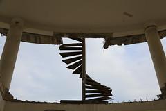 D'un tage  l'autre (Pi-F) Tags: texture backlight iron treppe staircase propeller escalier contrejour fer gegenlicht rouille eisen hlice rusts rostet