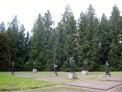 Enschede 2005 - Volkspark (glanerbrug.info) Tags: 2005 park holland monument netherlands wwii nederland paysbas twente overijssel niederlande secondeguerremondiale tweedewereldoorlog oorlog19401945 enschedevolkspark