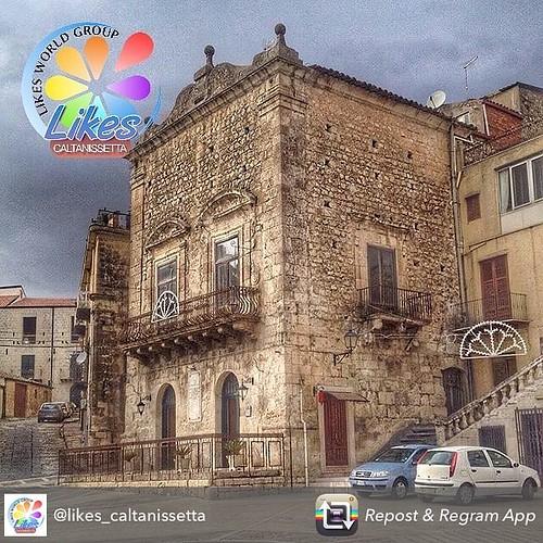 Grazie 🙏🙏🙏 @likes_caltanissetta per aver scelto una mia foto !! #mussomeli #piazza #centrostorico #sicilia #sicilian #loves_sicilia #volgosicilia #bestsiciliapics