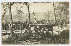 City Park Houston Tex. Jan. 19, 1908 Unveiling the Monument Spirit of Confederacy (SMU Central University Libraries) Tags: horses texas carts crowds carriages warmemorials rppc urbanparks