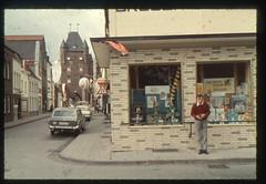 (Kaopai) Tags: color dia schaufenster tor werbung reklame xanten drogerie 4711 stadttor 1960er farbfoto corsar 1960th fissan