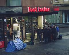 Helter Skelter (Bricheno) Tags: people scotland glasgow candid escocia tent trainers queue adidas szkocja argylestreet schottland campers footlocker scozia kanyewest cosse esccia bricheno scoia