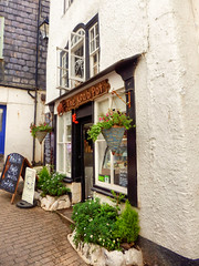 Fore Street, Port Isaac, Cornwall (photphobia) Tags: door uk windows white building caf architecture buildings cafe cornwall outdoor shops portisaac fishingvillage whitewash narrowstreet forestreet oldwivestale buildingsarebeautiful