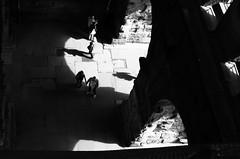 Porta Nigra (Claudio Taras) Tags: street shadow bw monocromo nikon bokeh ombre monochrom claudio controluce trier portanigra taras streetshot contrasto