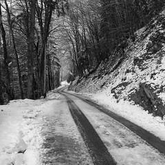 Route Enneige (Pichot Thomas) Tags: winter white black france les alpes canon noir hiver route 1750 neige tamron blanc 500d enneige