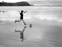 L'Instant Decisif (Steve Lundqvist) Tags: county ireland boy bw irish reflection beach ball football kid open soccer instant moment donegal irlanda decisive monocrome decisif