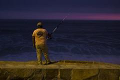 Pescando en la hora azul (hectorfranciscofoto) Tags: mar fishing lima playa per pesca puntahermosa horaazul
