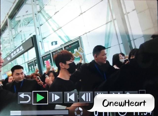 160329 Onew @ Aeropuertos de Shanghai y Guangzhou 26161871235_871fe1b2d8_z