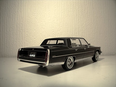 1982 Cadillac Fleetwood Brougham 1:18 Scale Model by BoS (Best of show) Models (PaulBusuego) Tags: park roof usa scale car america sedan toy four us buick 1982 model gm doors general yacht 4 detroit limo cadillac 98 motors collection plastic replica domestic american lincoln land vehicle resin avenue 1977 75 deville 1980 1980s saloon luxury limousine hearse v8 electra regency oldsmobile fleetwood 118 fullsize ninetyeight luxurious diecast padded vynil flagship brougham landau rwd delegance lf9 cbody dbody cplatform