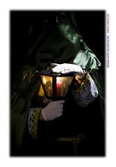 Custodio de luz (Chema Concellon) Tags: light espaa luz night easter noche spain europa europe candle arte llama manos valladolid frame nocturna guante farol vela turismo cultura fotgrafo semanasanta 2012 tradicin castilla olivo fotografa cofrade penitente procesin hollyweek castillaylen custodio religin devocin cofrada hbito lunessanto chemaconcelln oracindelhuerto valladolidcofrade santsimorosariodeldolor