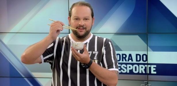 """Apresentador usa camisa do Corinthians em telejornal para """"ir para a China"""""""