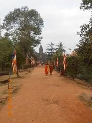 #buddhistmonk #siemreap #bakongtemple (micahavenido) Tags: siemreap buddhistmonk bakongtemple