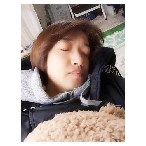 寝てた〜〜〜〜😴 . #sleep #寝てた #暖房で暖かい部屋
