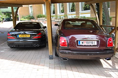 Mercedes-Benz SL 63 AMG + Bentley Brooklands 2008 (D's Carspotting) Tags: red italy black bordeaux 63 sl mercedesbenz 2008 bentley amg merano brooklands meran 20100717 w191191 lm6927