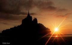 Le Mont St-Michel au coucher du soleil (didier95) Tags: mer silhouette architecture soleil ciel normandie nuage manche coucherdesoleil montstmichel fabuleuse