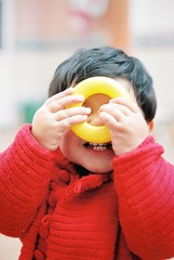 Donut (s_fortea) Tags: playing film kids children toys 50mm nikon kodak availablelight grain f100 donuts 400 nikkor portra portra400 p400 50mmafd artisticchildphotography