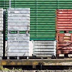 Metallum Metallhandel (zeh.hah.es.) Tags: red green rot lines fence grey schweiz switzerland zurich gray grau diagonal grn zrich zaun kreis5 linien