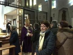"16.03.10 i nostri parrocchiani salutano il Cardinale al termine della Messa decanale dalle Clarisse • <a style=""font-size:0.8em;"" href=""http://www.flickr.com/photos/82334474@N06/25762768715/"" target=""_blank"">View on Flickr</a>"
