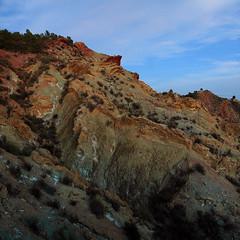 Afloramientos de Keuper II (Antonio Martnez Toms) Tags: paisaje geologa horaazul iluminacinnatural cabezodelmorrn dipiro