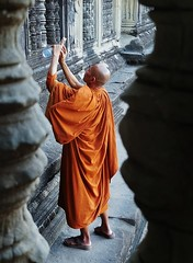 photographer monk (SM Tham) Tags: camera orange building window stone architecture temple cambodia khmer photographer robe sandals monk angkorwat unescoworldheritagesite smartphone angkor stonecarvings waterbottle handphone balusters