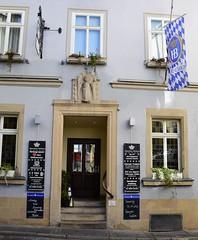 Hofbräu-Haus in Coburg (:Linda:) Tags: door window germany bavaria town pub coburg flag franconia browndoor hofbräuhaus flagholder today´sspecial