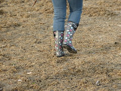 Beach walk (willi2qwert) Tags: beach wet water girl strand women wasser wellies rubberboots gummistiefel wellingtons gumboots rainboots regenstiefel