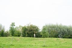 (Arthur van Beveren) Tags: red white holland green netherlands hat landscape groen nederland rood paysbas landschap niederlande bosjes mannetje hoed paisesbajos hollanda paesibassi nieuwersluis