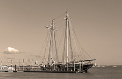 Wylde Swan (Andy Latt) Tags: sailboat coast boat ship sony shore isleofwight tallship schooner cowes andylatt wyldeswan rx100m3 dsc0126789t1