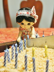 Cut (AluminumDryad) Tags: birthday cake doll candles cut knife bow bonnie bjd resin fairyland balljointeddoll photochallenge adad pkf tinybjd adolladay pukifee april2016