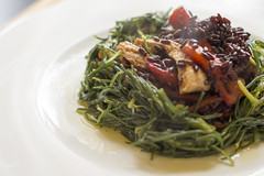 Agretti's nest with chicken, peppers and black rice (Luca Nebuloni) Tags: food chicken peppers pollo cibo blackrice peperoni agretti risonero mangiaconme