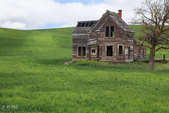 Abandoned Yet Not Forgotten (Ian Sane) Tags: road county camera two house green abandoned field oregon canon lens landscape ian photography eos living is emerson loop mark country victorian images ii 5d usm lush picturesque wasco thedalles sane dufur ef70200mm f28l wrentham abandonedyetnotforgotten