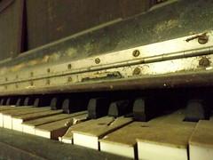 DSCF0932 (sdept377) Tags: music neglected piano pianokeys kimballpiano