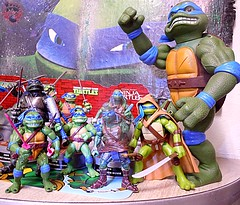 "Nickelodeon ""HISTORY OF TEENAGE MUTANT NINJA TURTLES"" FEATURING LEONARDO - Paramount Movie LEO '14 iv / ..with Movie LEOs  (( 2015 )) (tOkKa) Tags: 2005 toys comic 1988 2006 1993 1992 leonardo figures toysrus 2012 2007 teenagemutantninjaturtles tmnt nickelodeon 2014 2015 displaystand tmnt4 playmatestoys ninjaturtlesthenextmutation toysrusexclusive tmntfastforward toontmnt tmntmovie4 eastmanandlairdsteenagemutantninjaturtles moviestartmnt varnerstudios toonleo paramountteenagemutantninjaturtles 4kidstmnt paramountsteenagemutantninjaturtles tmnt2003 historyofteenagemutantninjaturtlesfeaturingleonardo tmnt2014movie"