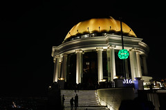 Lebua dome (diggertomsen) Tags: leica travel tower thailand hotel bangkok statetower travelphotography lebua leicaq typ116