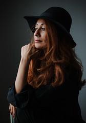 Farah (Hasse Linden) Tags: portrait woman beautiful beauty hat hair retrato naturallight ritratto farah windowlight portrtt