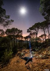 Cado de la luna (Death-Soul) Tags: longexposure trees light sky moon man luz night forest stars landscape noche nikon rocks arboles nightscape paisaje luna torch bosque cielo estrellas lantern hombre rocas linterna largaexposicion vallgorguina nikond3300 d3300